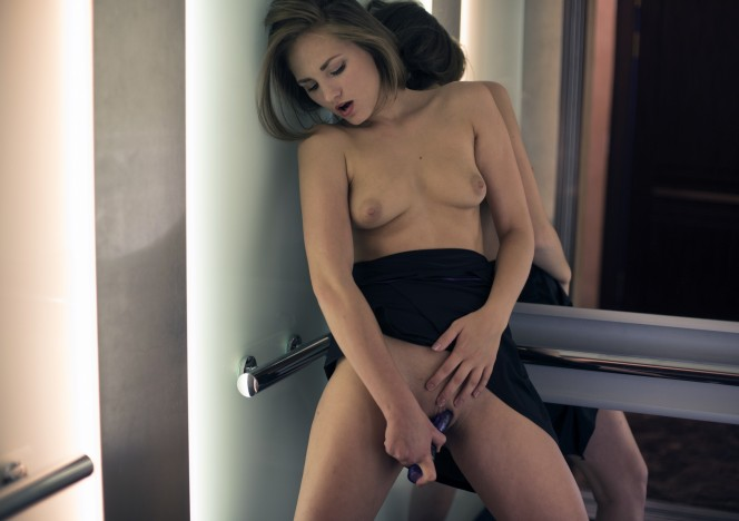 content/012916_mira_masturbating_in_my_apartment_building_elevator/0.jpg