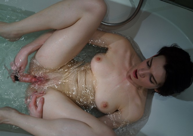 content/022117_bathtub_dildo_masturbating_with_sonja/0.jpg