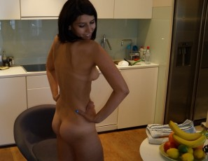 content/040417_caroline_masturbating_with_fruits_and_veggies_in_my_kitchen/4.jpg