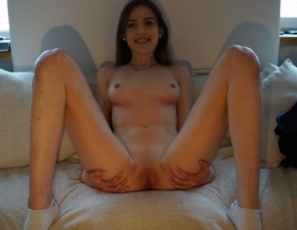 content/041417_stunningly_beautiful_19yo_marilyn_first_time_video/1.jpg