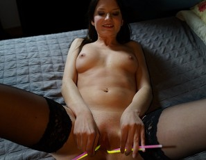 content/041916_amazing_glowstick_masturbation_and_pussy_gaping_with_bree/4.jpg