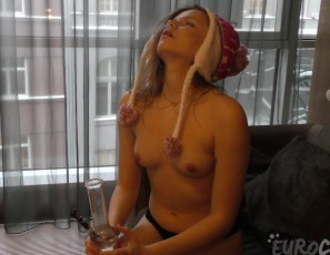 content/050316_voyeur_fly_on_the_wall_video_of_19yo_candice_smoking_weed_and_masturbating/1.jpg