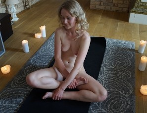 content/072117_nervous_18yo_jete_naked_yoga_in_my_livingroom/1.jpg