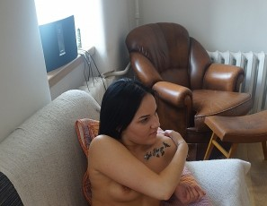 content/090117_18yo_milania_first_time_naked_on_video/4.jpg