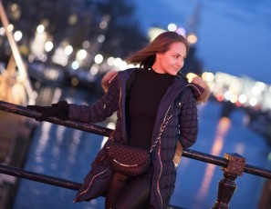 content/121115_a_night_living_on_the_red_light_district_in_amsterdam_with_mira/1.jpg